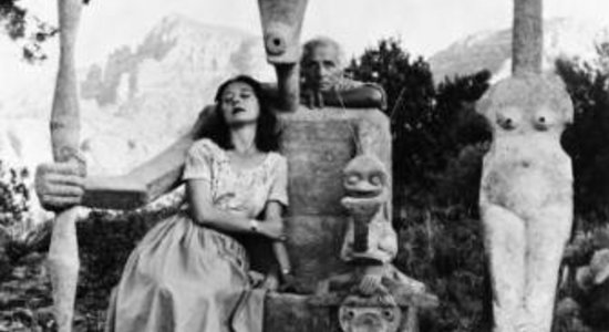 Lg constellation capricorne   dorothea tanning and max ernst with his sculpture  capricorn  1947    john kasnetsis